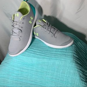UNDER ARMOR Youth Tennis Shoes
